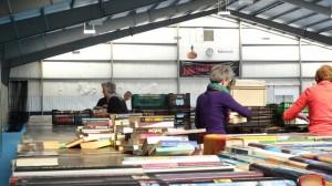 boekenmarktopmeer opbouwen dag 1 zondag 30-04-2017 (12)