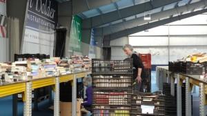 boekenmarktopmeer opbouwen dag 1 zondag 30-04-2017 (8)